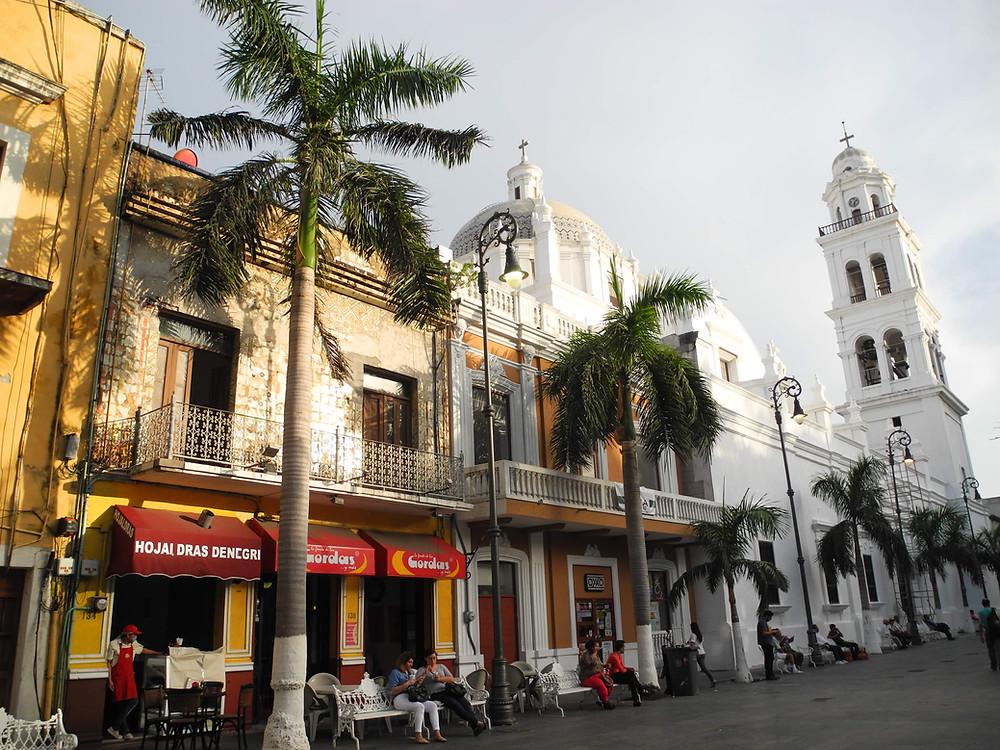 """Le """"zocalo"""" (place centrale) de Veracruz."""