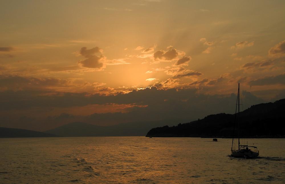 Coucher de soleil sur les collines de Šuma Marjan.