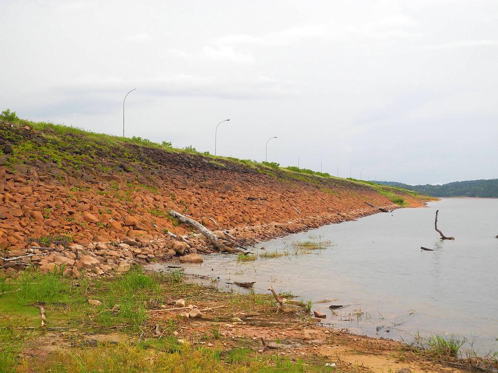 Vue du barrage de Balbina