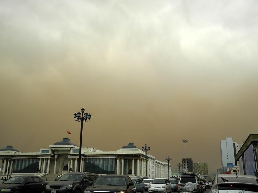 Quand le sable s'ajoute à la pollution, l'air devient irrespirable.