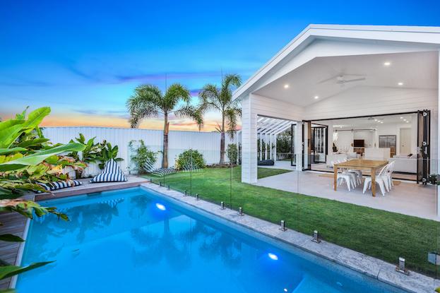 Modern beach house Alroe Constructions
