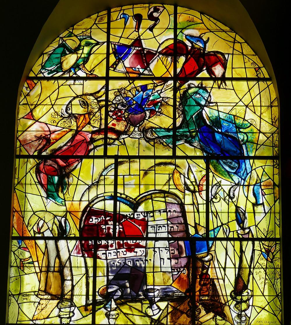 Chagall Fenster Levi mit den 10 Geboten
