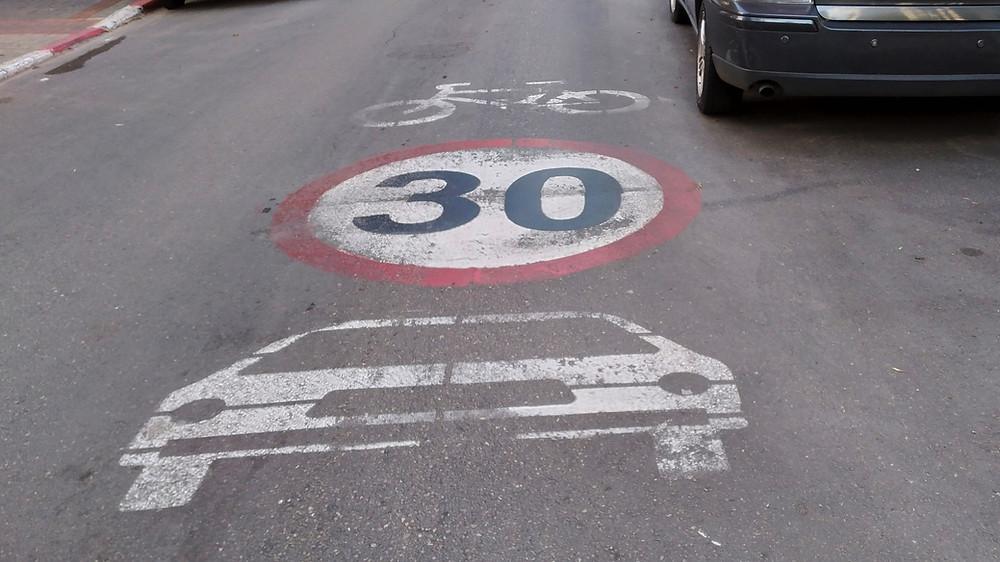 Tempo 30 Zone Markierung in Telaviv