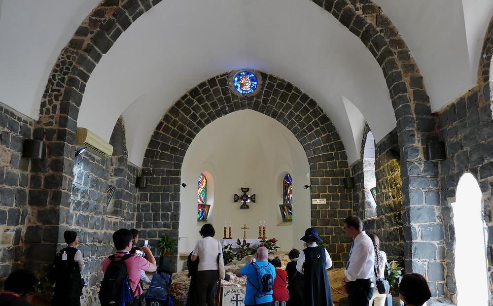 Innenansicht der Mensa Christi Kirche in Tabgha