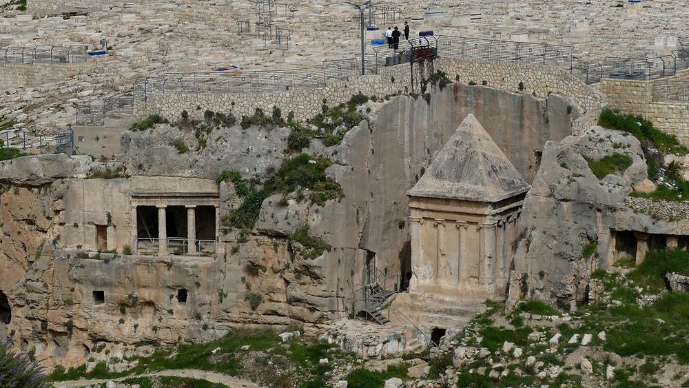 """Die etwa 2000 Jahre alten Gräber im Kidrontal - Jerusalems """"Petra"""""""""""