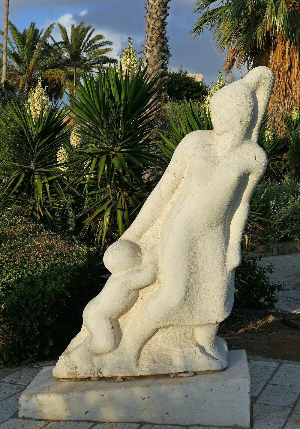 Skulptur Meeresbrise von Andre Revesz in Jaffa
