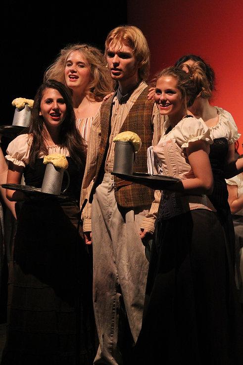 Les_Misérables_2010_wenches.JPG