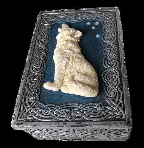 Kästchen mit weißem Wolf
