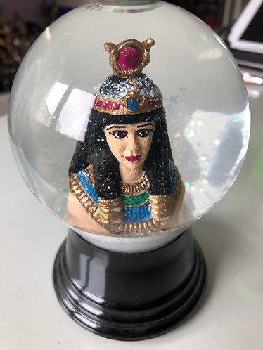 Schneekugel mit Göttin Isis