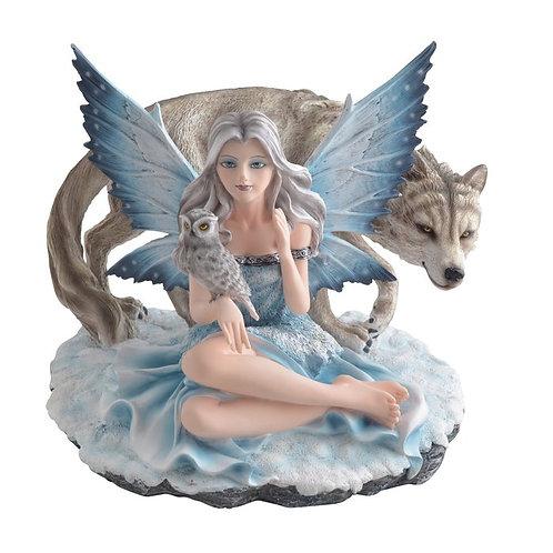 Fee mit Wolf und Eule