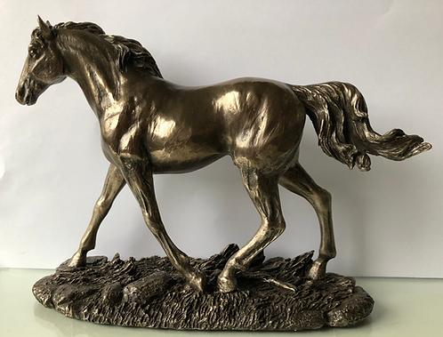 Pferd trabend bronziert