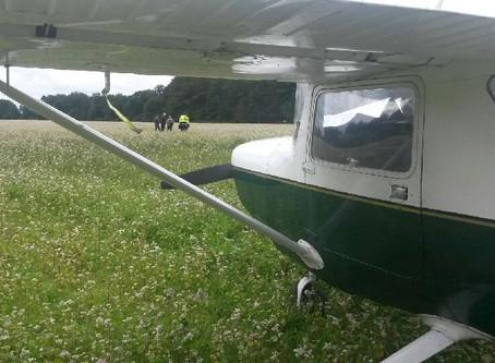 Un avion se pose en urgence dans un champà Ruaudin