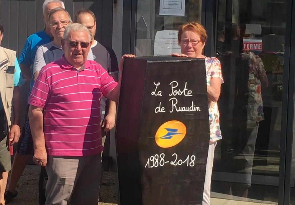Cercueil Mairie de Raudin juin 2018 Mr Freslon et Mme Langlois