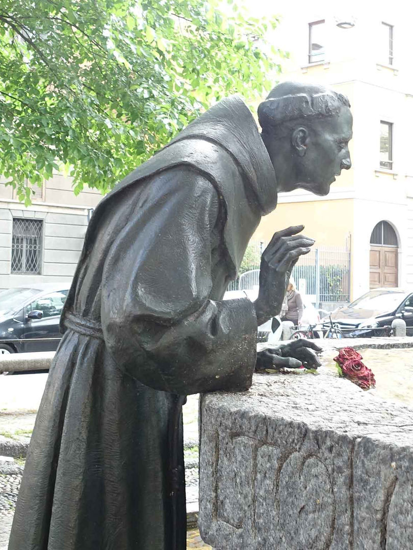 Monumento a San Francesco, Milano