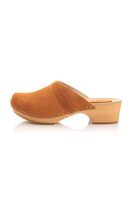 Leather clogs low heel nut