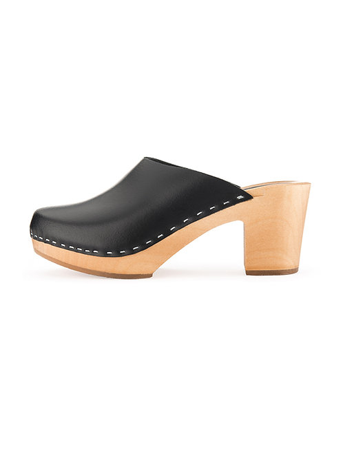 High heel clogs made of wood and leather