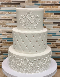 LAce Piping Wedding Cake Design
