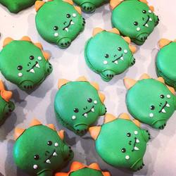 Rawrrrr! Adorable Dino macarons for an o