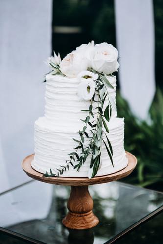 Minimalistic wedding cake.jpg