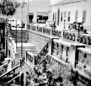 Gruta, hotel Central e farmácia Marteli