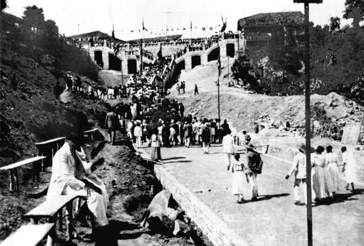 Inauguracao 1920 gruta.jpg