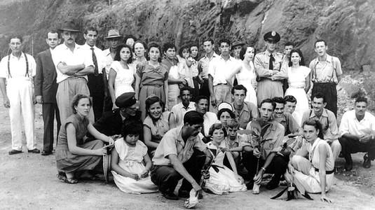 w anos 50 grupo de voluntarios plantavam