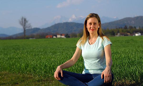 sitting-joga-smiling-strech-800.jpg