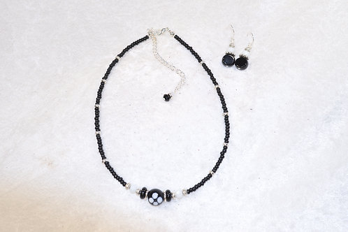 Dainty Choker in Black and White