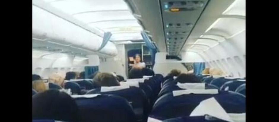 Obraćanje stjuardese Air Serbije ostavile putnike u šoku (Video)