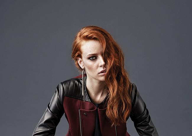 red-woman2_1.JPG