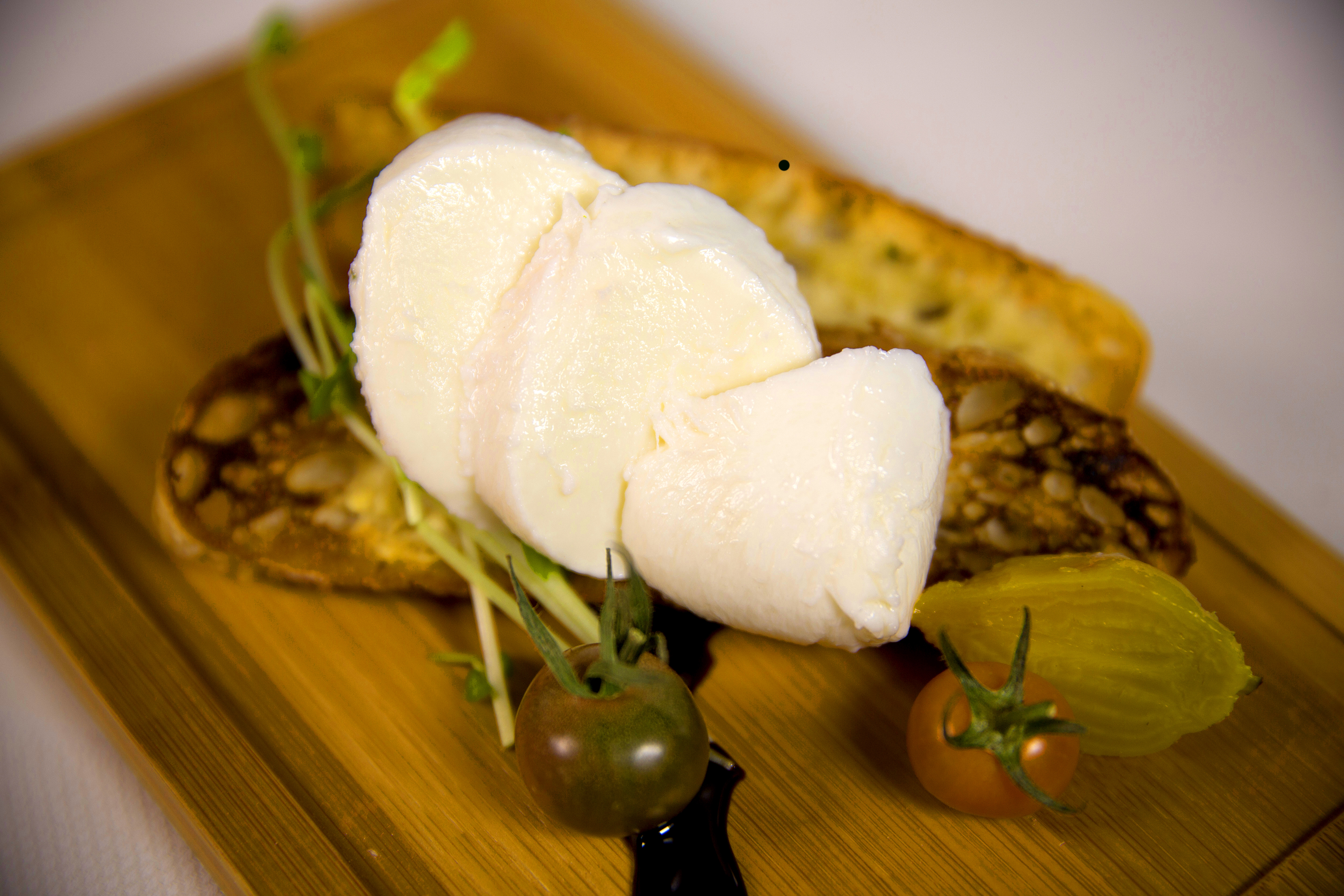 Mozzarella with Crostini