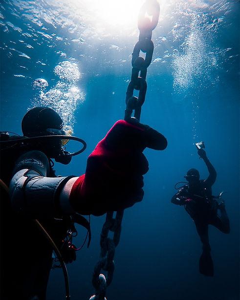 DiversWaiting.jpg