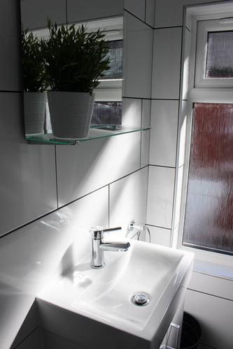 V-Bathroom-upstairs-1 (1).jpg