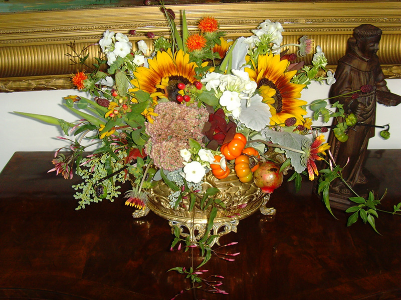 039Centerpiece in brass container.jpg