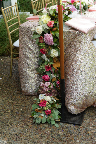 Extrodinary garland with end to the ground.JPG