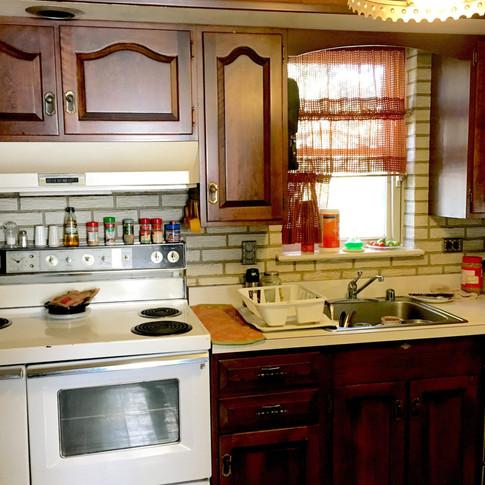 kitchenbefore.jpg