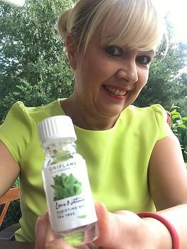 Organiczny olejek z drzewa herbacianego.