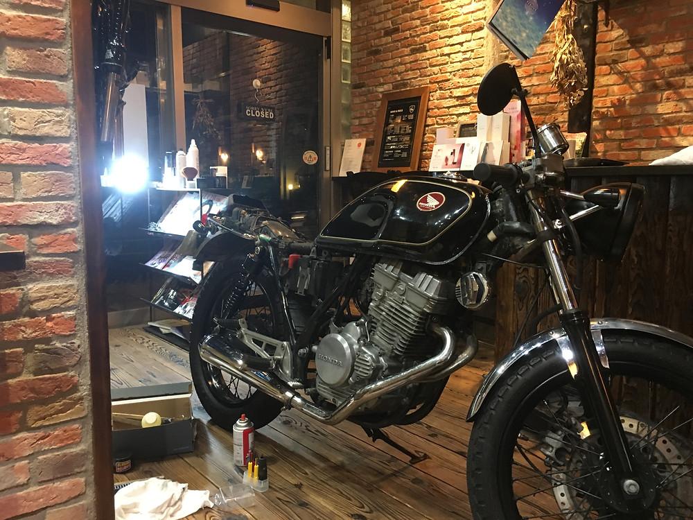 美容室DAF茅ヶ崎 看板バイク作り