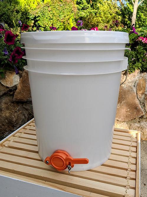Honey Bucket W/Honey Gate