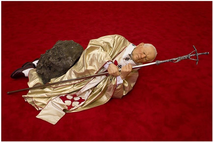 La Ora Nona - 1999 - el Papa derribado por un meteorito.jpg