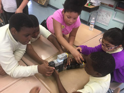 Students build together with Cubelets