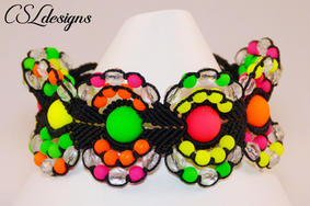 Micro macrame circles bracelet neon fron