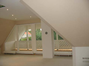 komplizierte Deckenabhängung Dachboden