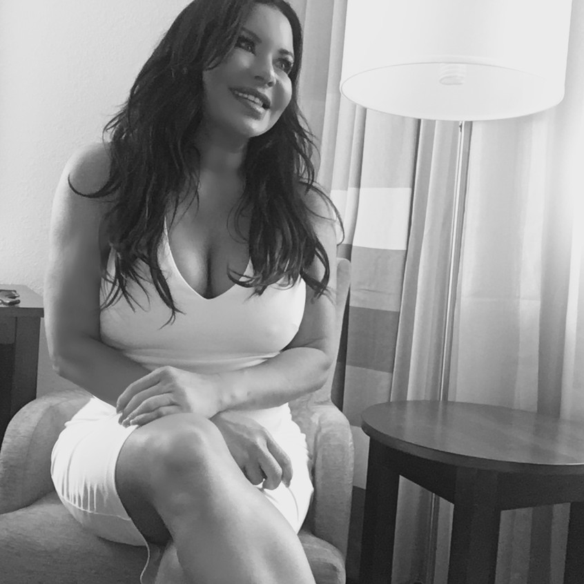 Diana Noris Living in Style Magazine