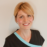 PICTURE OF LUCY LOWDON, REMEDIAL MASSAGE THERAPIST AND REFLEXOLOGIST