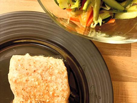 Saumon au miel, amandes et légumes au wok