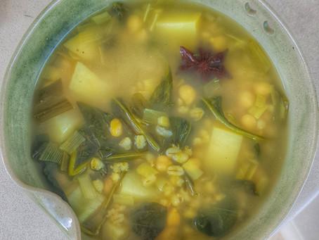 מרק חומוס תרד ותפוחי אדמה חורפי ומחמם