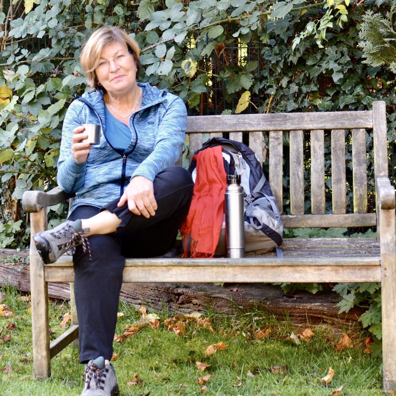 Bekleidung: Bequem, dem Wetter angepaßt, Rucksack und Trinkflasche