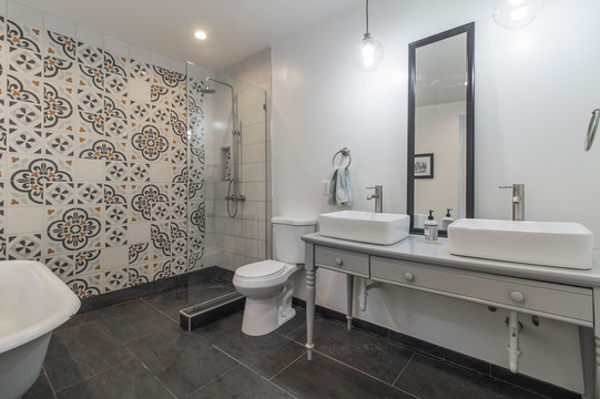 51st Street Twin - Master Bathroom