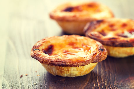 typical portuguese dessert pasteis de na
